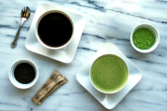 Чашки с кофе и Маття