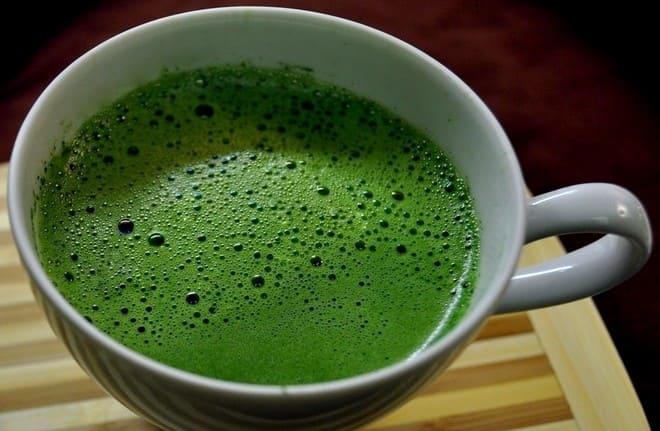 Пенка на поверхности чая Матча